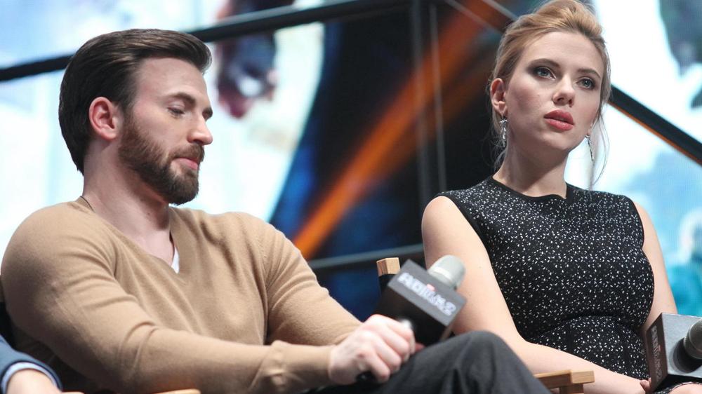 Avengers 4 Endgame Scarlett Johansson Y Chris Evans Serian Pareja Segun Foto Filtrada Capitan America Black Widow Mark Ruffalo Thanos Marvel Mcu Viuda Negra Video La Republica